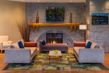 Whistler_Crystal-Lodge-Lobby-2-neu